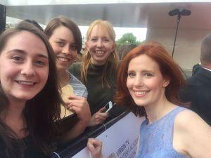 BAFTA 2017 Roter Teppich Amy Nuttall Fan Selfie
